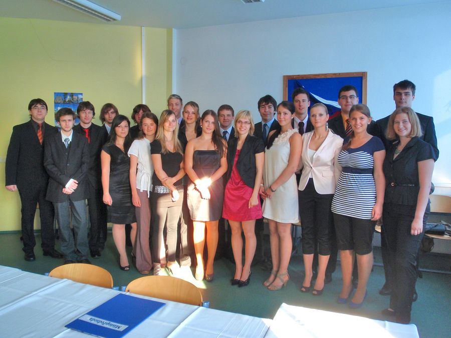 absolventi_2011-8